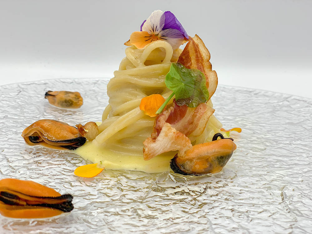 Bucatini Marulo cacio pepe chips pancetta