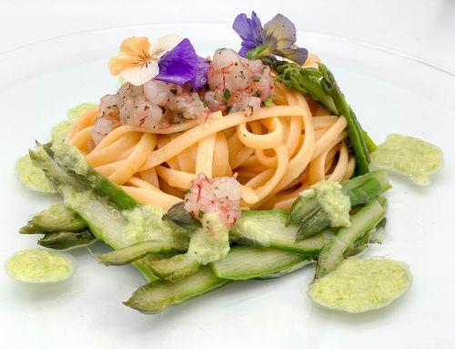 Linguine ai gamberi rossi di Acciaroli con asparagi violetti di Salerno