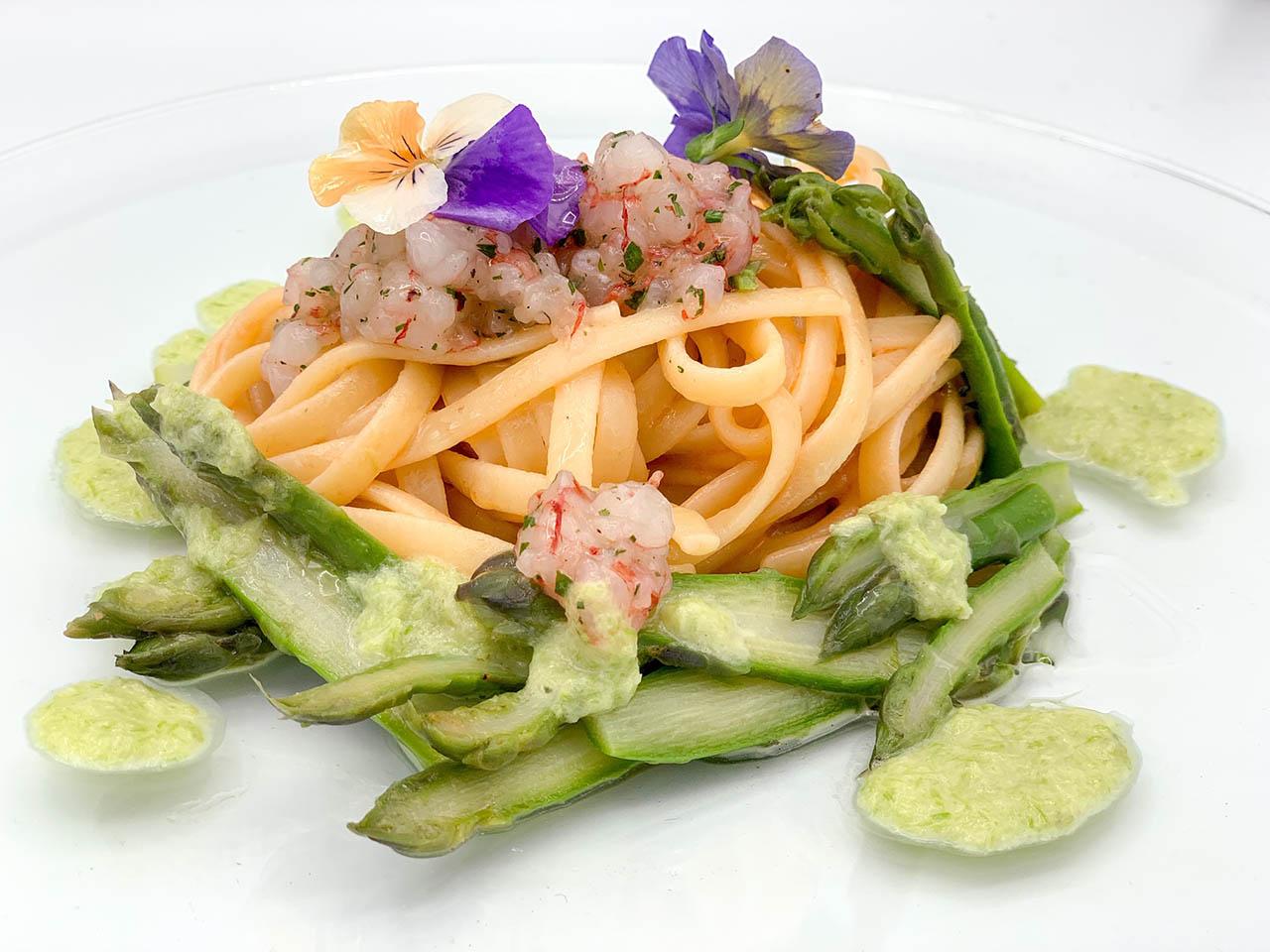 Linguine Marulo gamberi e asparagi